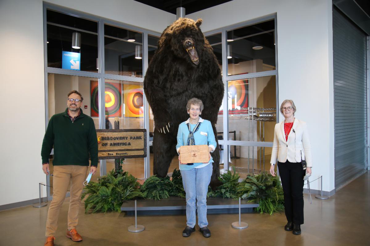 Discovery Park of America Recognizes Sue Ellen Morris as the Volunteer of the Year